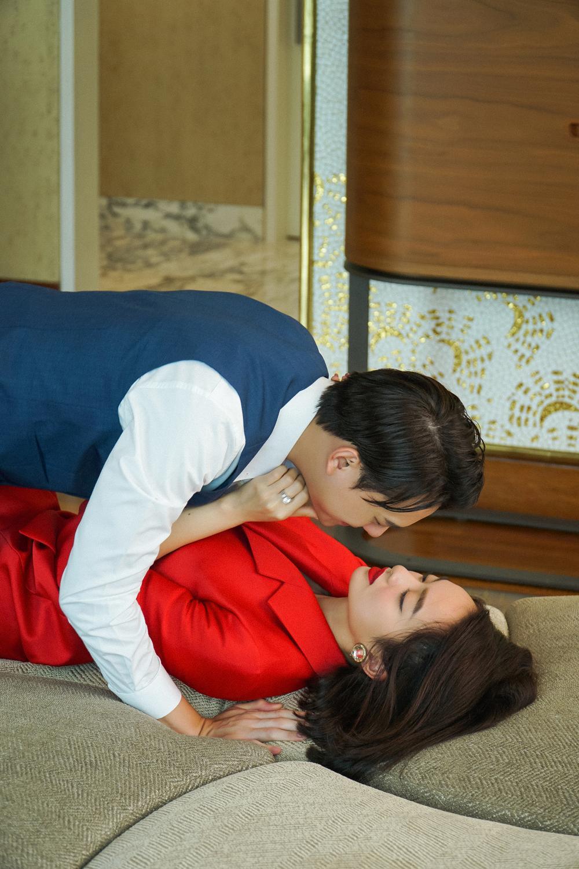 Những cảnh nóng đỏ mặt của Kaity Nguyễn trong 'Gái già lắm chiêu V' Ảnh 16