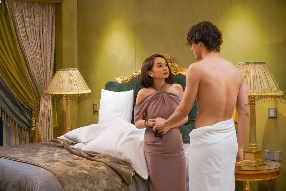 Những cảnh nóng đỏ mặt của Kaity Nguyễn trong 'Gái già lắm chiêu V' Ảnh 25