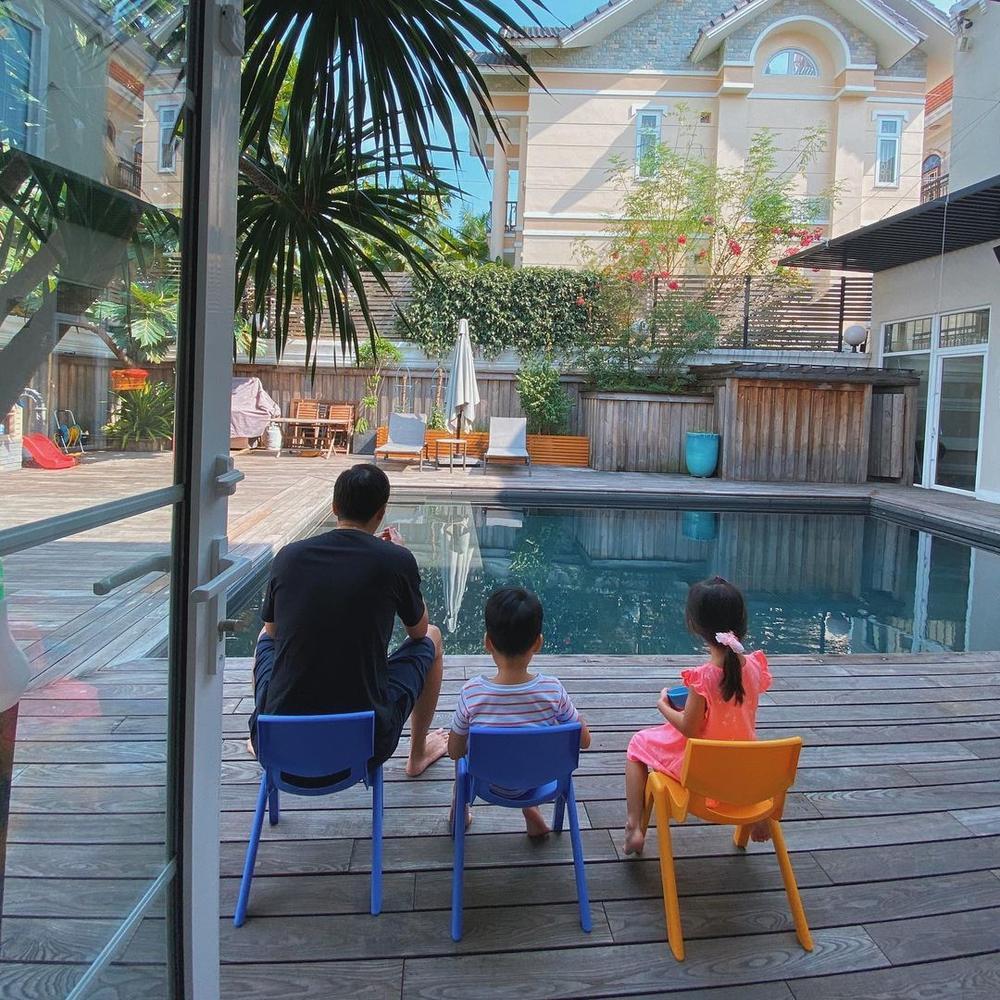 Hà Tăng đúng số hưởng khi có chồng Louis Nguyễn: Ra đường là đại gia nức tiếng, về nhà làm 'bố bỉm' số 1 Ảnh 6