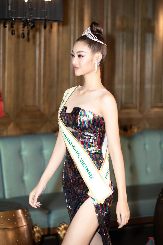 Ngọc Thảo 'học hỏi' catwalk xoay 3 vòng của 'Miss Drama Thái', Kiều Loan truyền may mắn vượt xa Top 10 Ảnh 7