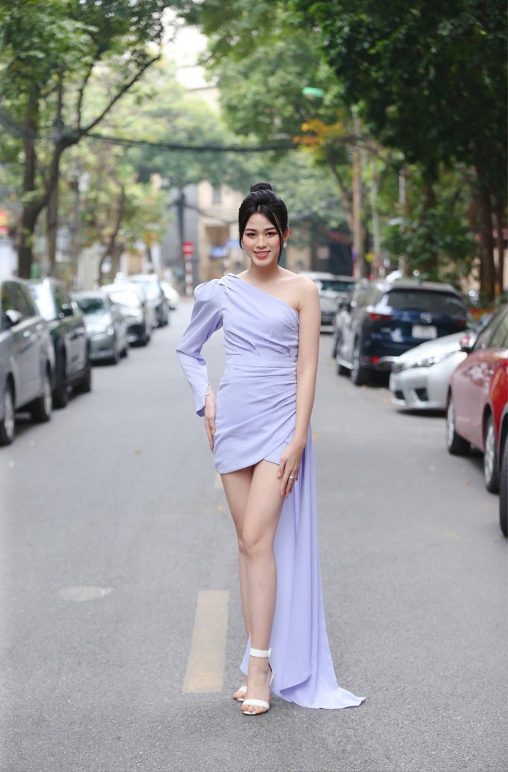 Dáng ngày càng chuẩn, Đỗ Thị Hà 'phục thù' cực đỉnh kiểu váy từng để lộ bụng mỡ Ảnh 2