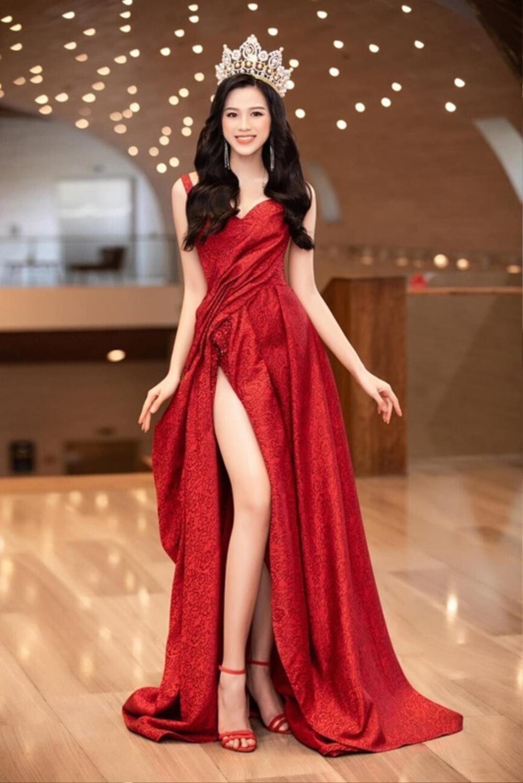 Dáng ngày càng chuẩn, Đỗ Thị Hà 'phục thù' cực đỉnh kiểu váy từng để lộ bụng mỡ Ảnh 10
