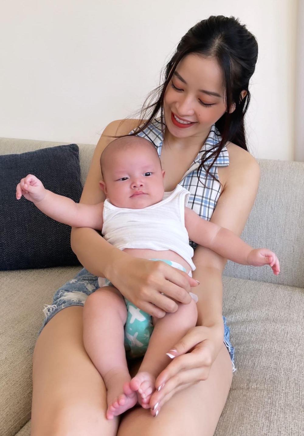 Cả mùa Tết chỉ đi bế em bé của Chi Pu: Từ con của Hà Hồ tới cặp song sinh nhà Dương Khắc Linh Ảnh 2