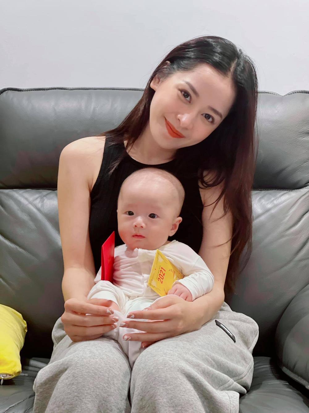 Cả mùa Tết chỉ đi bế em bé của Chi Pu: Từ con của Hà Hồ tới cặp song sinh nhà Dương Khắc Linh Ảnh 3
