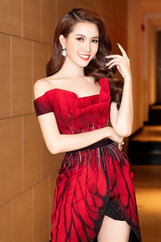 Phan Thị Mơ diện đầm đỏ như đóa hồng nhung, tiết lộ về cảnh 'tắm tiên' Ảnh 1