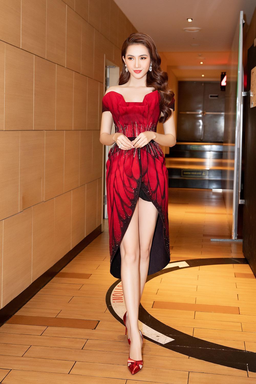 Phan Thị Mơ diện đầm đỏ như đóa hồng nhung, tiết lộ về cảnh 'tắm tiên' Ảnh 4