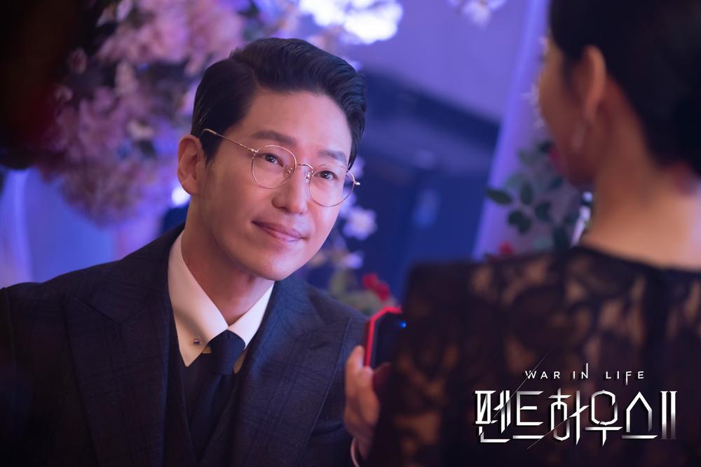BXH diễn viên - phim tháng 2: Song Joong Ki - Park Shin Hye thua thê thảm trước 'Penthouse 2' Ảnh 3