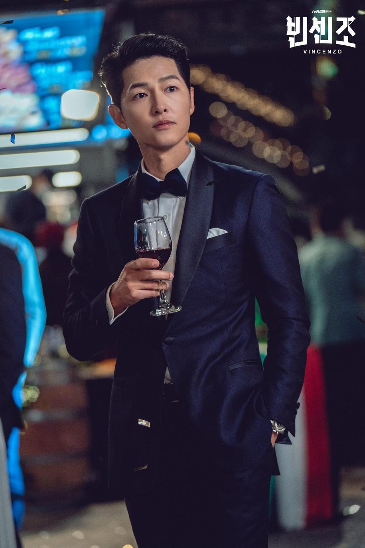 BXH diễn viên - phim tháng 2: Song Joong Ki - Park Shin Hye thua thê thảm trước 'Penthouse 2' Ảnh 5