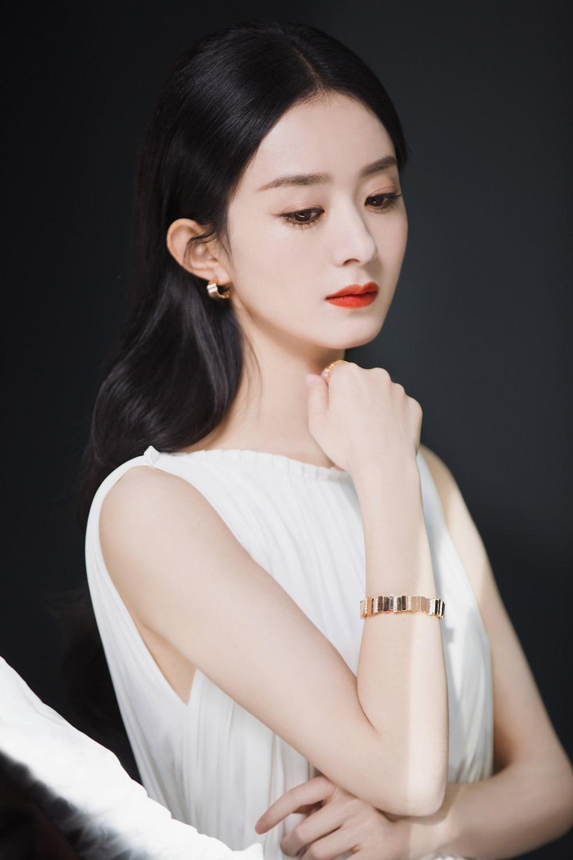 Triệu Lệ Dĩnh làm đại sứ mỹ phẩm, dân tình ùa vào chê bai sao makeup giống 'ma nữ' thế Ảnh 9