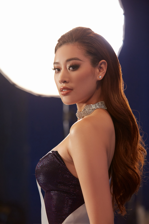 Khánh Vân trùm kín với ý tưởng Anti-Covid trong video Road To Miss Universe gây ý kiến trái chiều Ảnh 6