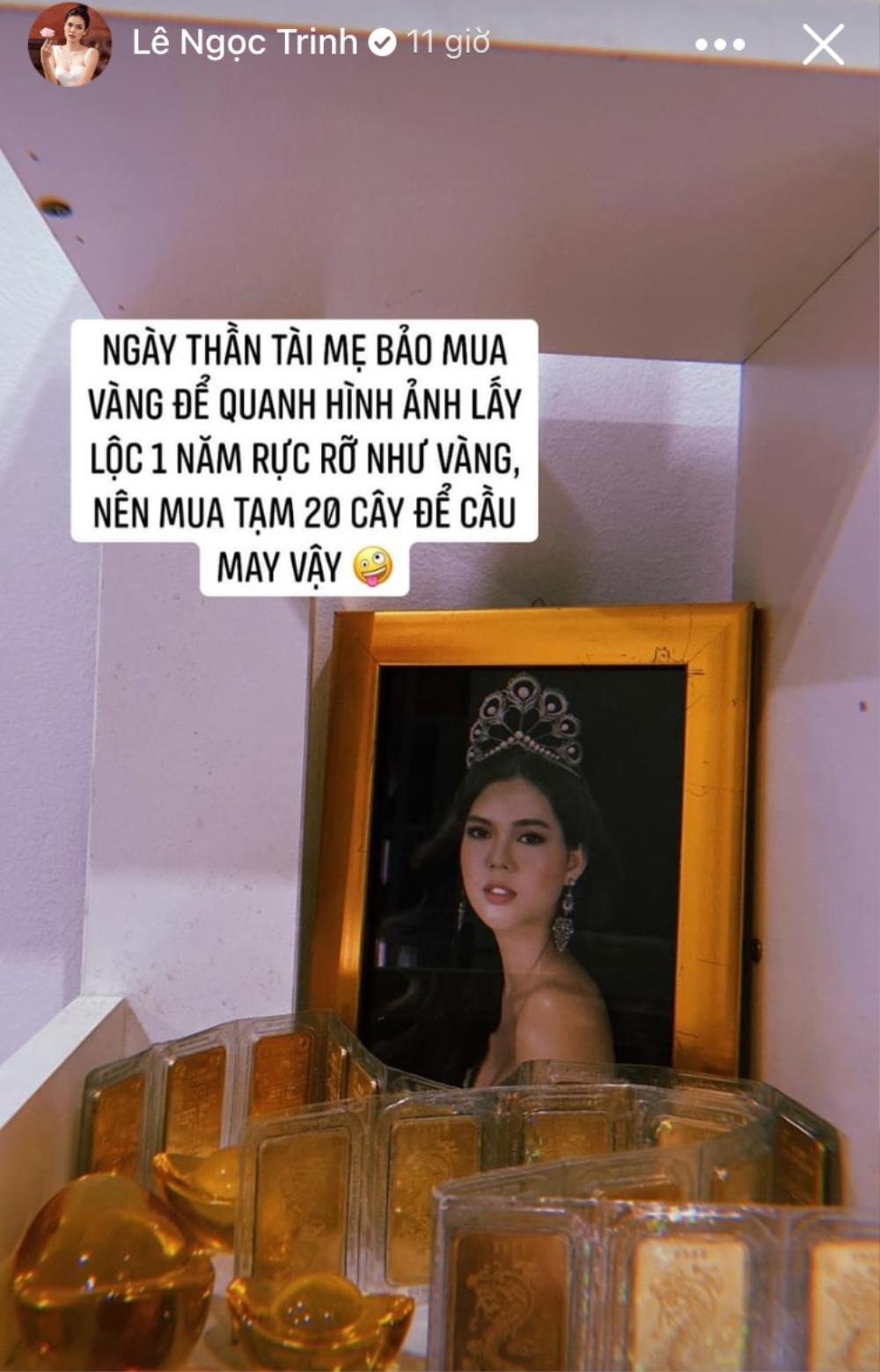 Vừa 'khoe' mua 20 cây vàng cầu may, Ngọc Trinh đã hững hờ 'khoe' vòng 1 đầy quyến rũ Ảnh 2