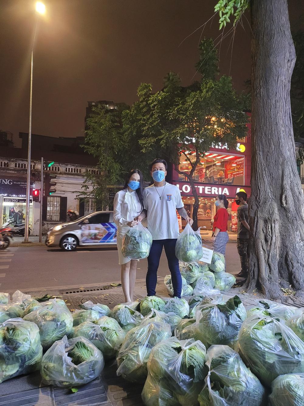 Vợ chồng Tuấn Hưng - Hương Baby giải cứu nông sản giúp bà con Hải Dương Ảnh 1