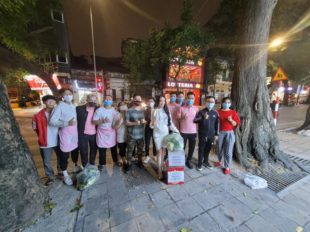 Vợ chồng Tuấn Hưng - Hương Baby giải cứu nông sản giúp bà con Hải Dương Ảnh 5