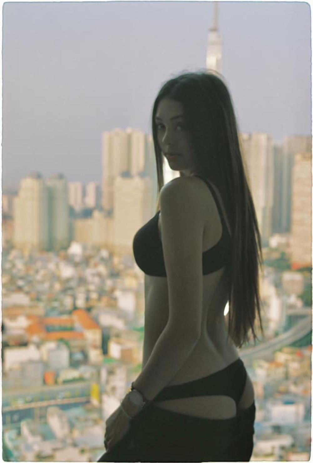Bạn gái Bùi Tiến Dũng đăng loạt ảnh táo bạo với nội y, khoe khéo 'cặp tuyết lê' quyến rũ Ảnh 4