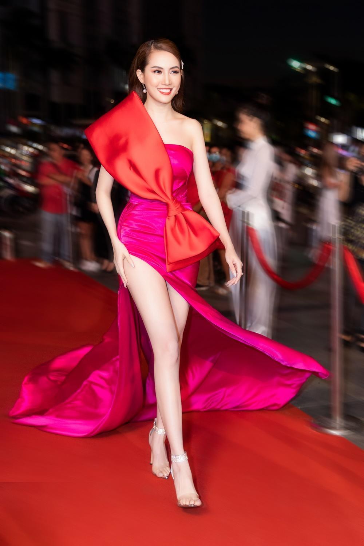 Phan Thị Mơ khoe đôi chân dài thẳng tắp không tì vết trên thảm đỏ Ảnh 7