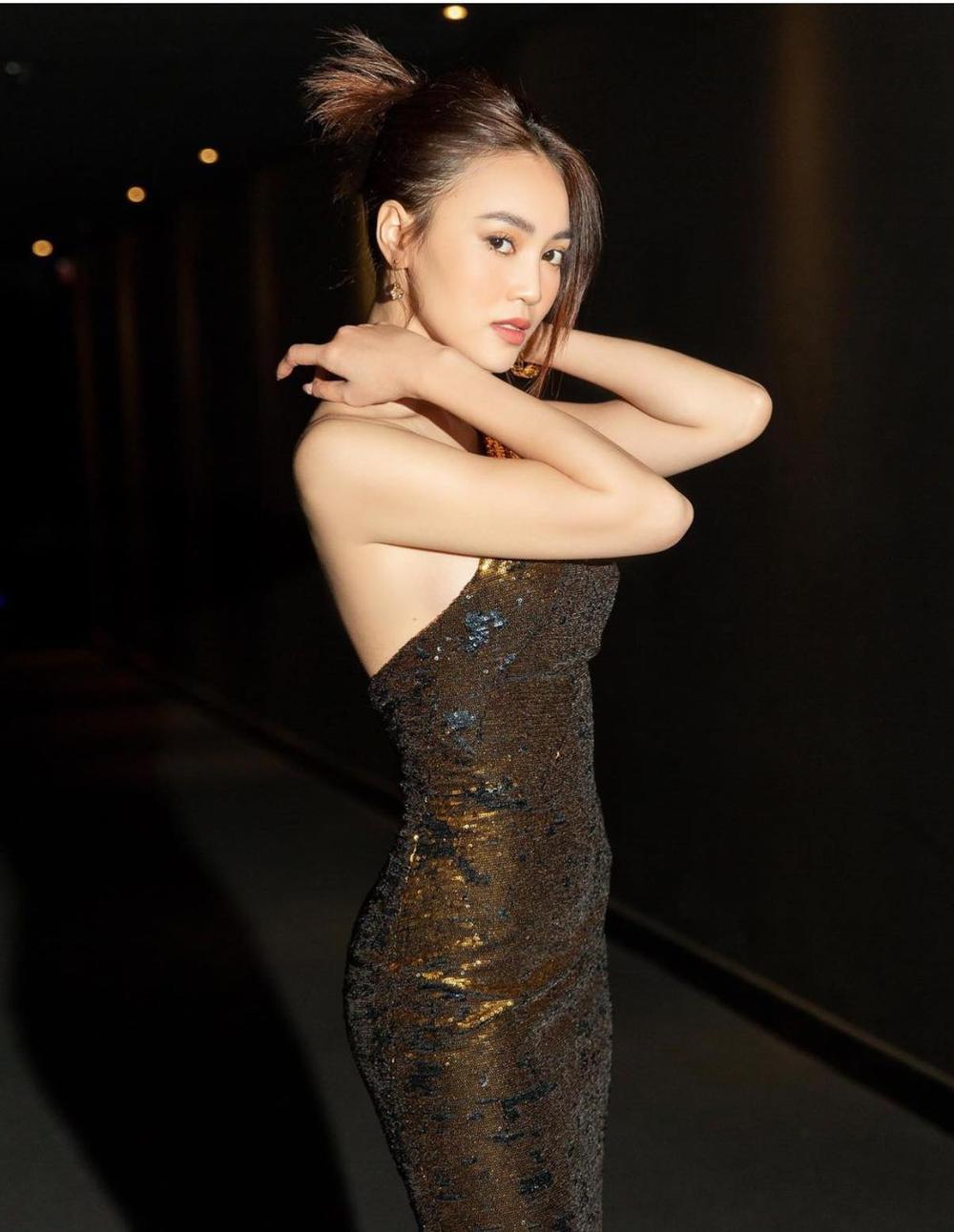 Diễm My 9x 'so kè' với Ninh Dương Lan Ngọc trong style kiệm vải Ảnh 4