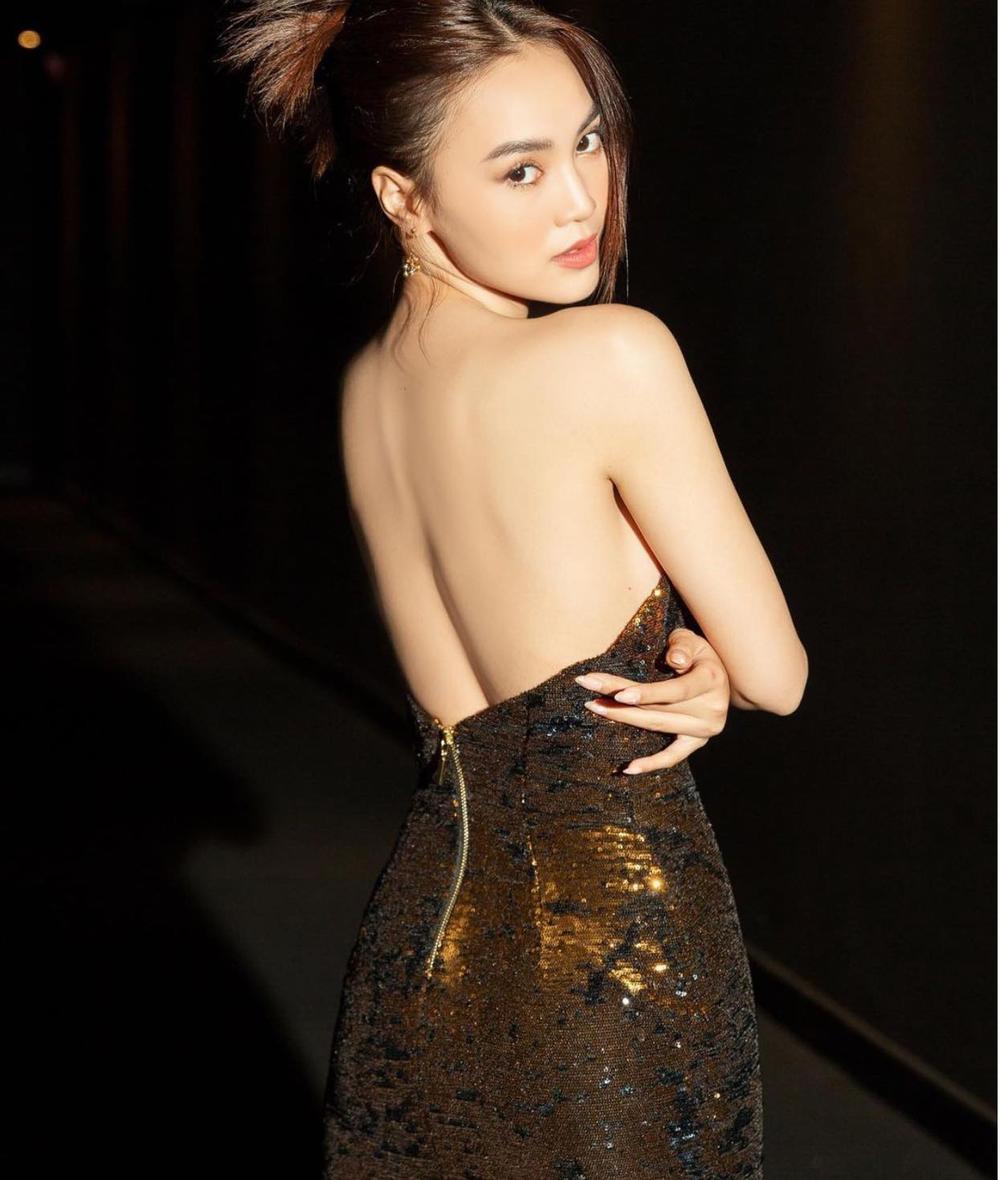 Diễm My 9x 'so kè' với Ninh Dương Lan Ngọc trong style kiệm vải Ảnh 5