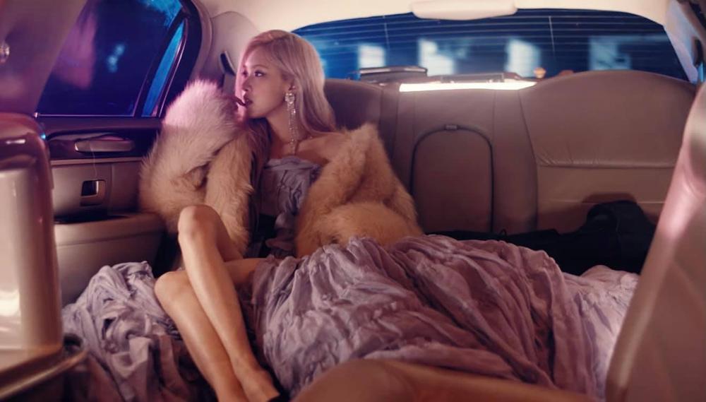 Rosé tiếp tục 'thả thính' teaser MV, fan sướng rơn khi được 'khuyến mại'... thêm vài câu hát Ảnh 4