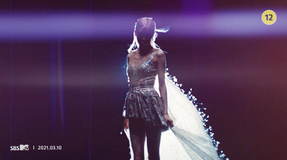 Rosé tiếp tục 'thả thính' teaser MV, fan sướng rơn khi được 'khuyến mại'... thêm vài câu hát Ảnh 6