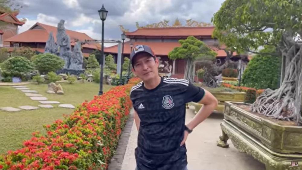 Tới thăm nhà thờ Tổ của NSƯT Hoài Linh, Huy Khánh hé lộ vị trí đặc biệt và những câu chuỵện khó tin Ảnh 1