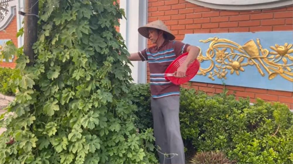 Tới thăm nhà thờ Tổ của NSƯT Hoài Linh, Huy Khánh hé lộ vị trí đặc biệt và những câu chuỵện khó tin Ảnh 3