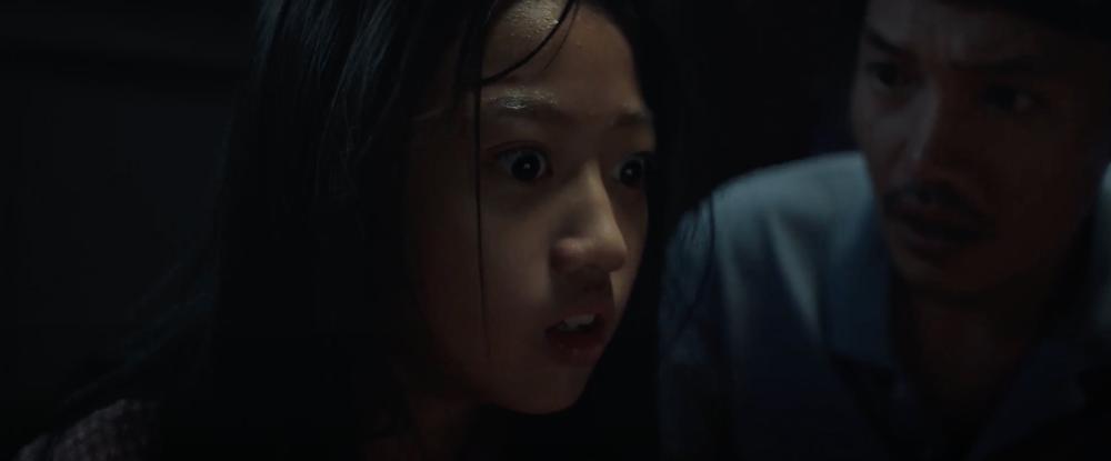 Sau 'Thiên linh cái', Quang Tuấn lại sống trong ngôi nhà ma ám trong phim kinh dị 'Bóng đè' Ảnh 12