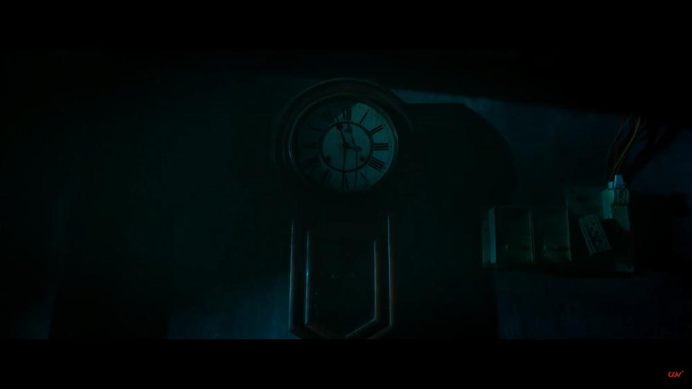 Sau 'Thiên linh cái', Quang Tuấn lại sống trong ngôi nhà ma ám trong phim kinh dị 'Bóng đè' Ảnh 4