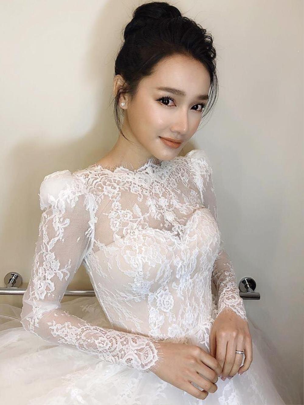 Đông Nhi - Đặng Thu Thảo - Nhã Phương đều được chuyên gia Minh Lộc trang điểm ở đám cưới thế kỷ Ảnh 4