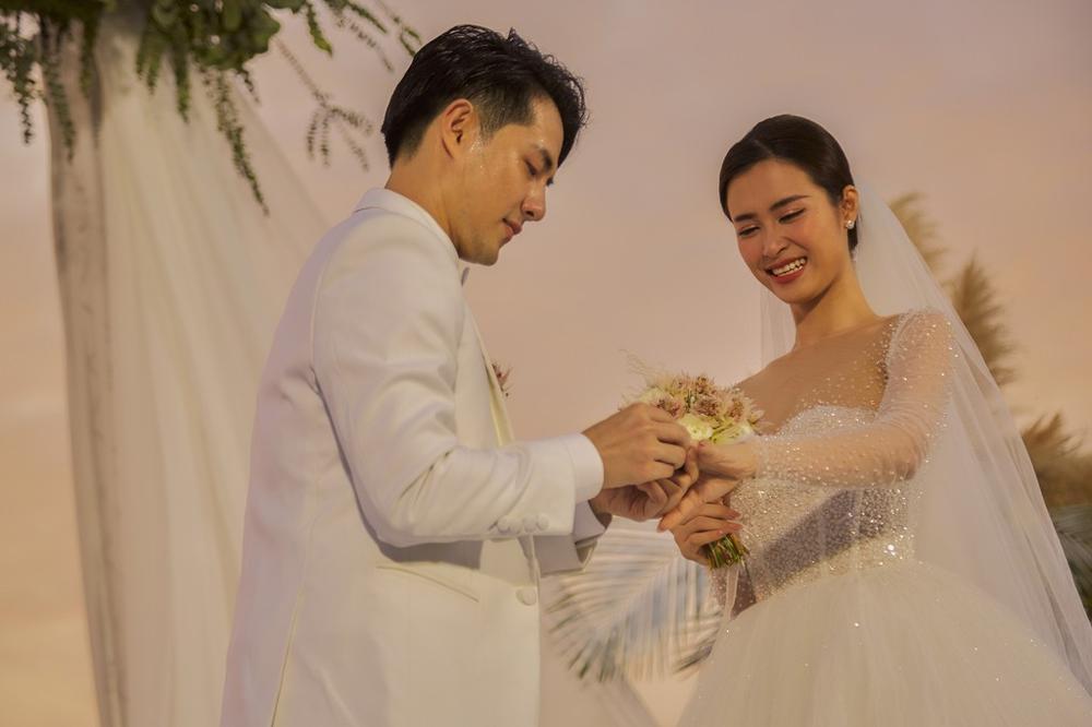 Đông Nhi - Đặng Thu Thảo - Nhã Phương đều được chuyên gia Minh Lộc trang điểm ở đám cưới thế kỷ Ảnh 2