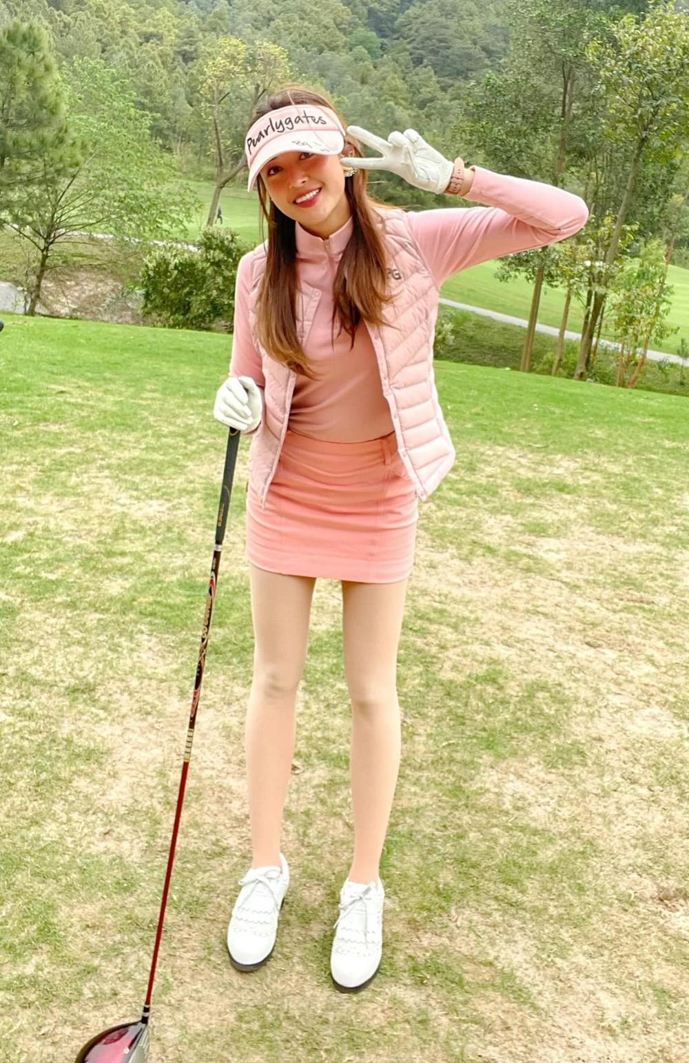 Á hậu Huyền My diện set đồ đánh golf như quý tộc Anh, khoe chân thon cực phẩm Ảnh 8