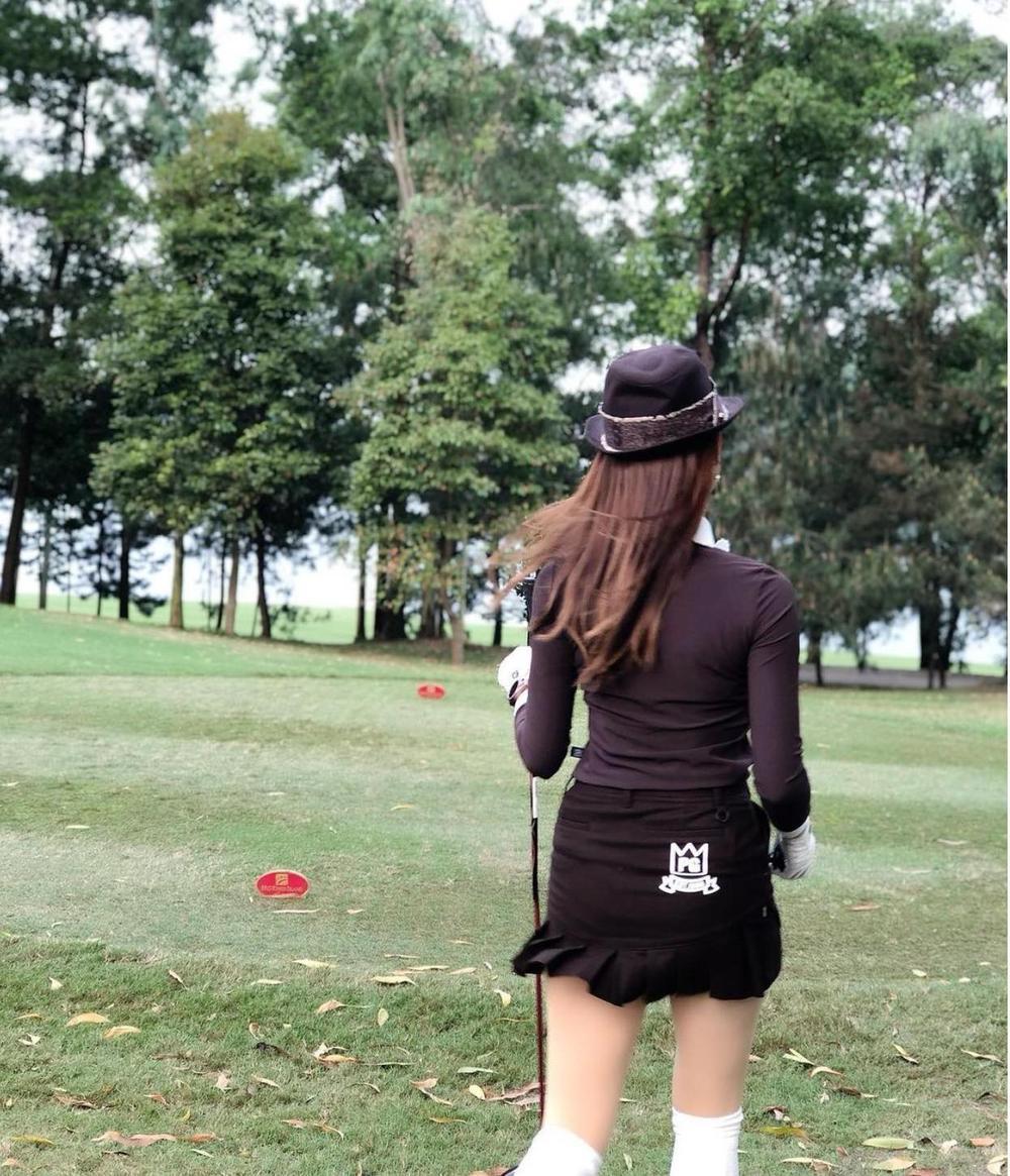 Á hậu Huyền My diện set đồ đánh golf như quý tộc Anh, khoe chân thon cực phẩm Ảnh 6