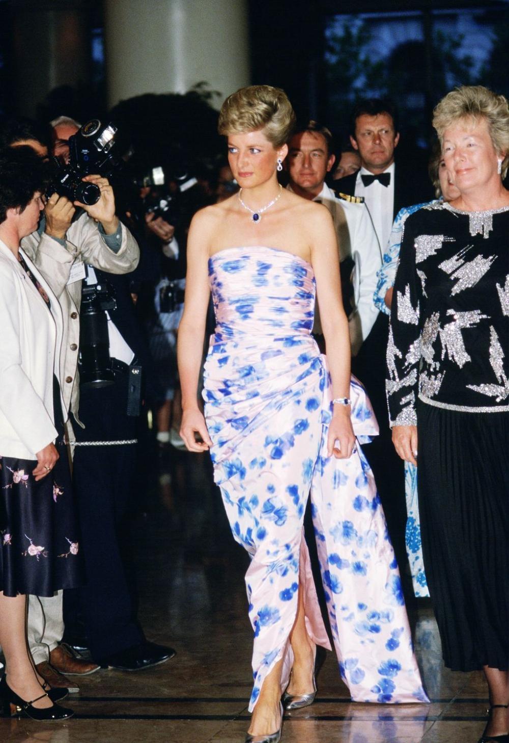 10 trang phục cho thấy Công nương Diana là fashionista đi trước thời đại Ảnh 14