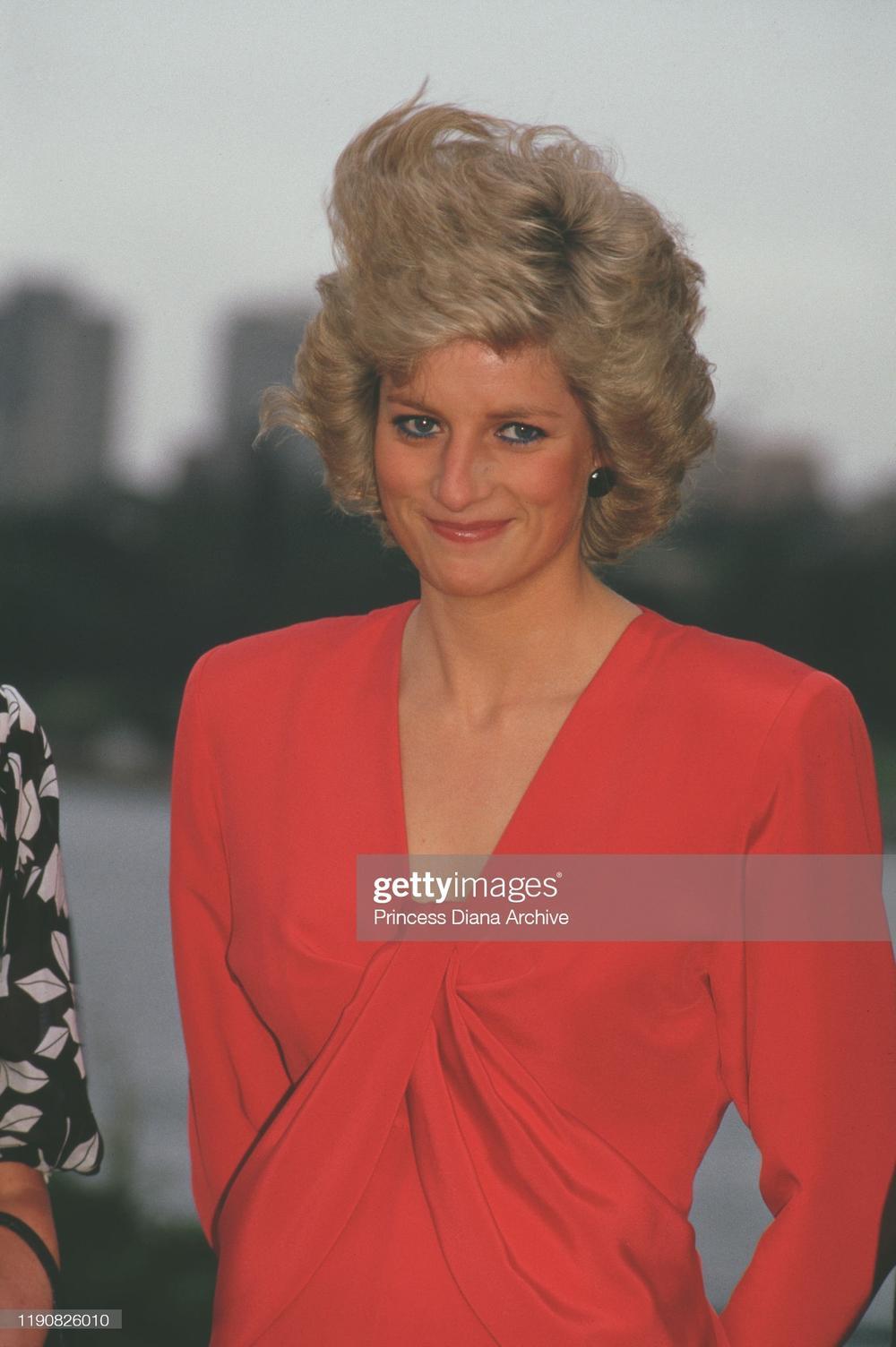10 trang phục cho thấy Công nương Diana là fashionista đi trước thời đại Ảnh 8