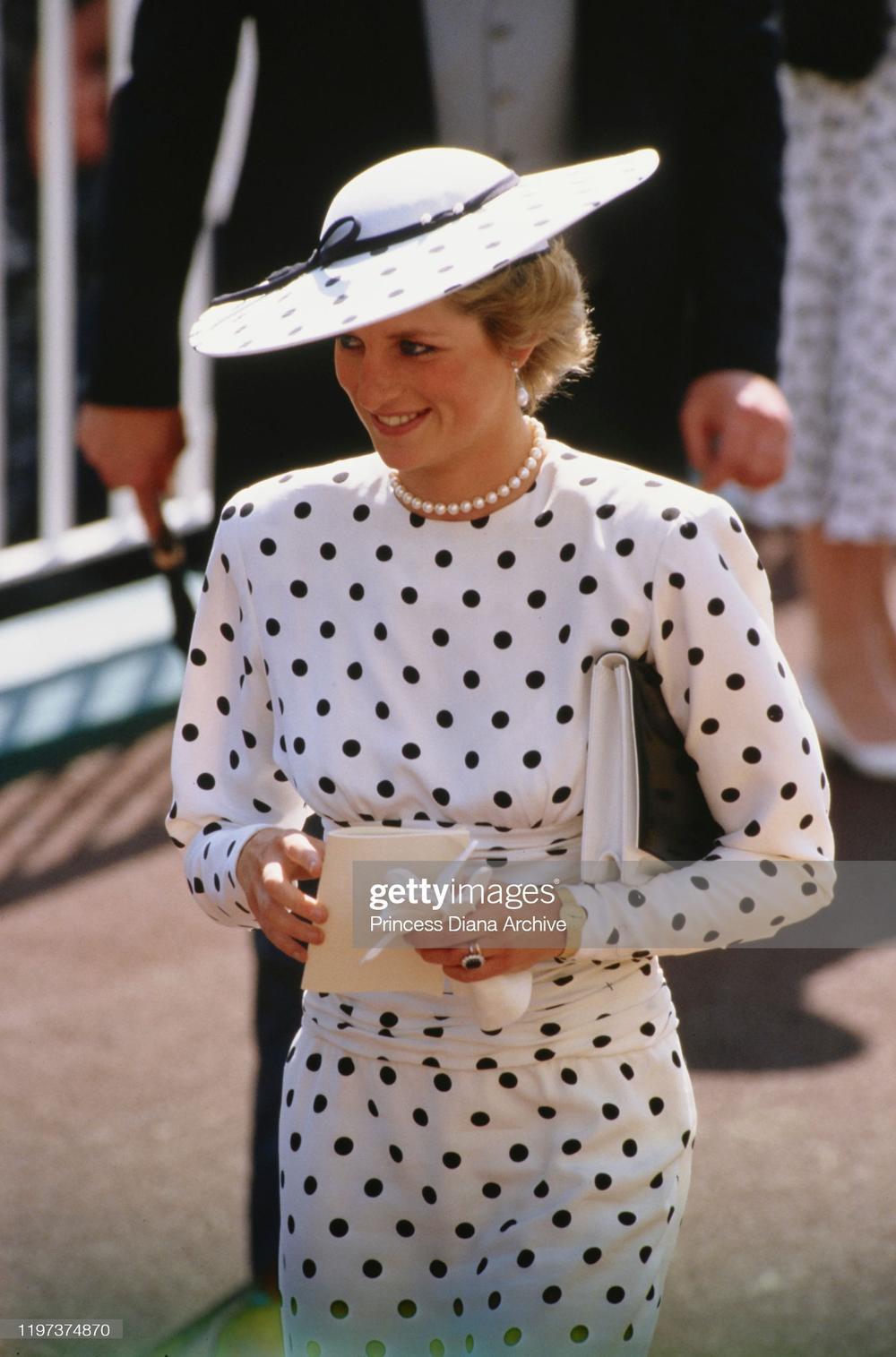 10 trang phục cho thấy Công nương Diana là fashionista đi trước thời đại Ảnh 6