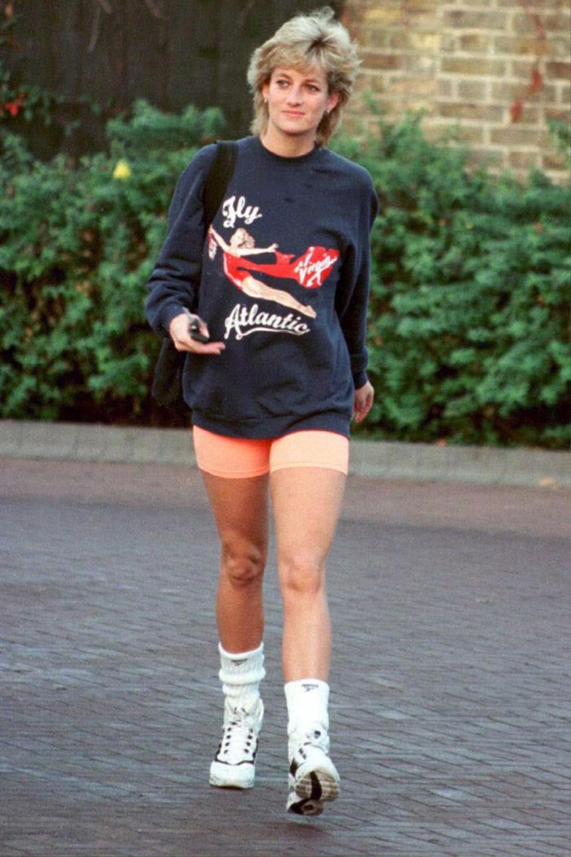 10 trang phục cho thấy Công nương Diana là fashionista đi trước thời đại Ảnh 12
