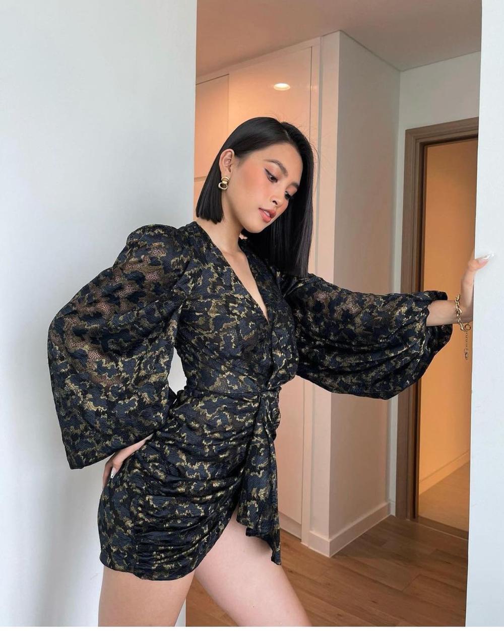 Hoa hậu Tiểu Vy diện váy ngắn cũn nhưng cách pose dáng tinh tế mới là đáng khen Ảnh 2