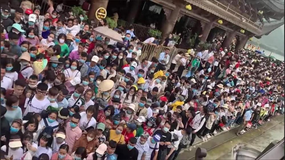 'Biển người' đông nghẹt đổ về ngôi chùa lớn nhất thế giới ngày cuối tuần bất chấp dịch COVID-19 Ảnh 3