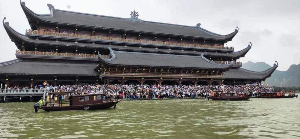 'Biển người' đông nghẹt đổ về ngôi chùa lớn nhất thế giới ngày cuối tuần bất chấp dịch COVID-19 Ảnh 4