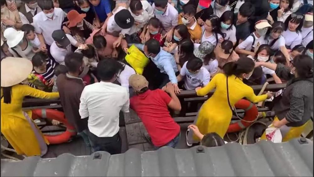 'Biển người' đông nghẹt đổ về ngôi chùa lớn nhất thế giới ngày cuối tuần bất chấp dịch COVID-19 Ảnh 5