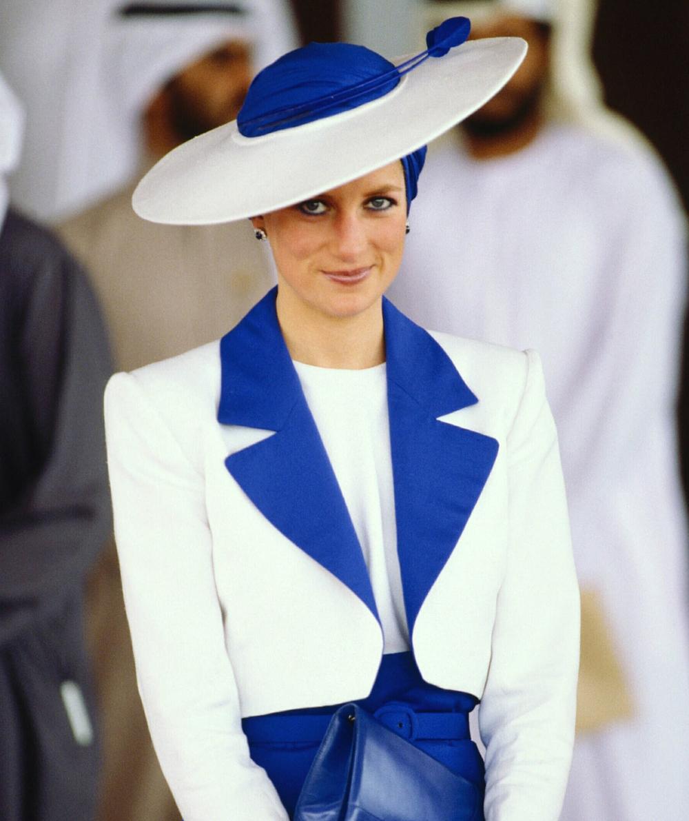 Sợi chỉ đỏ xuyên suốt gu thời trang của Công nương Diana và hai con dâu Kate & Meghan Ảnh 1