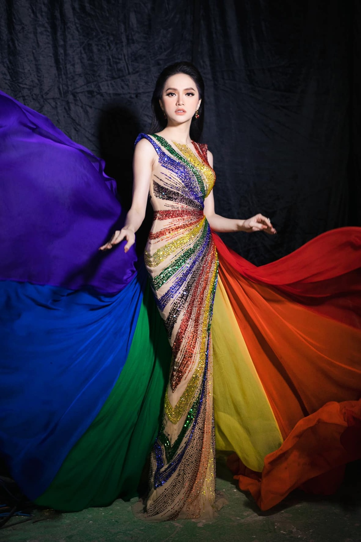 Ngọc Thảo diện váy cờ lục sắc ủng hộ cộng đồng LGBT nổi bật tại Miss Grand: Nước cờ khéo như H'Hen Niê! Ảnh 3