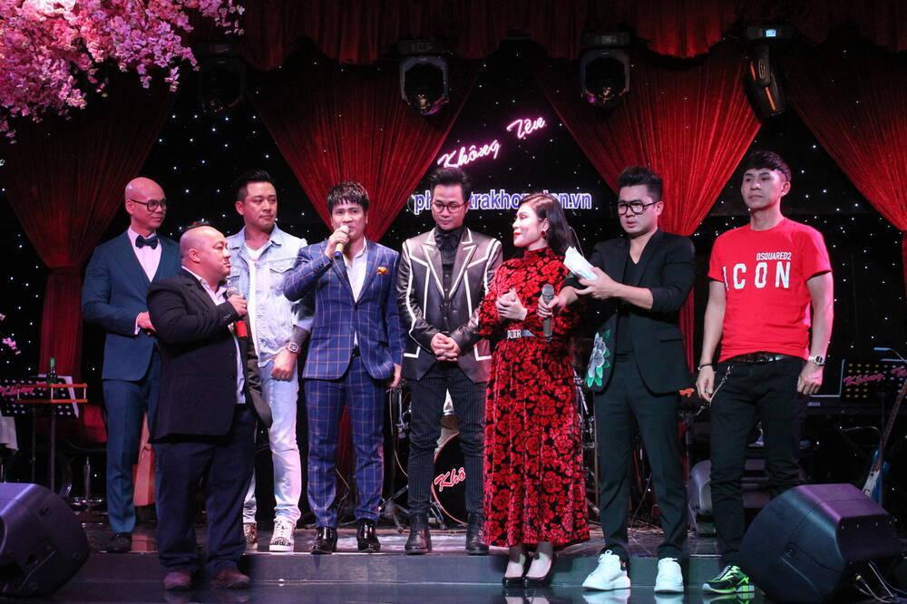 Lâm Vũ trao số tiền 93,3 triệu đồng cho mẹ ca sĩ Vân Quang Long Ảnh 1
