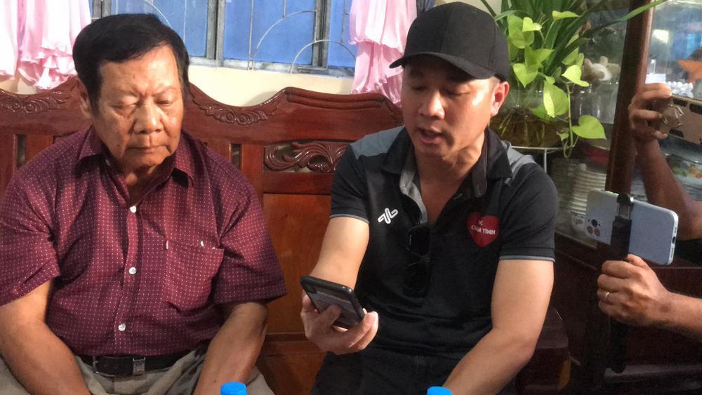 Lâm Vũ trao số tiền 93,3 triệu đồng cho mẹ ca sĩ Vân Quang Long Ảnh 2