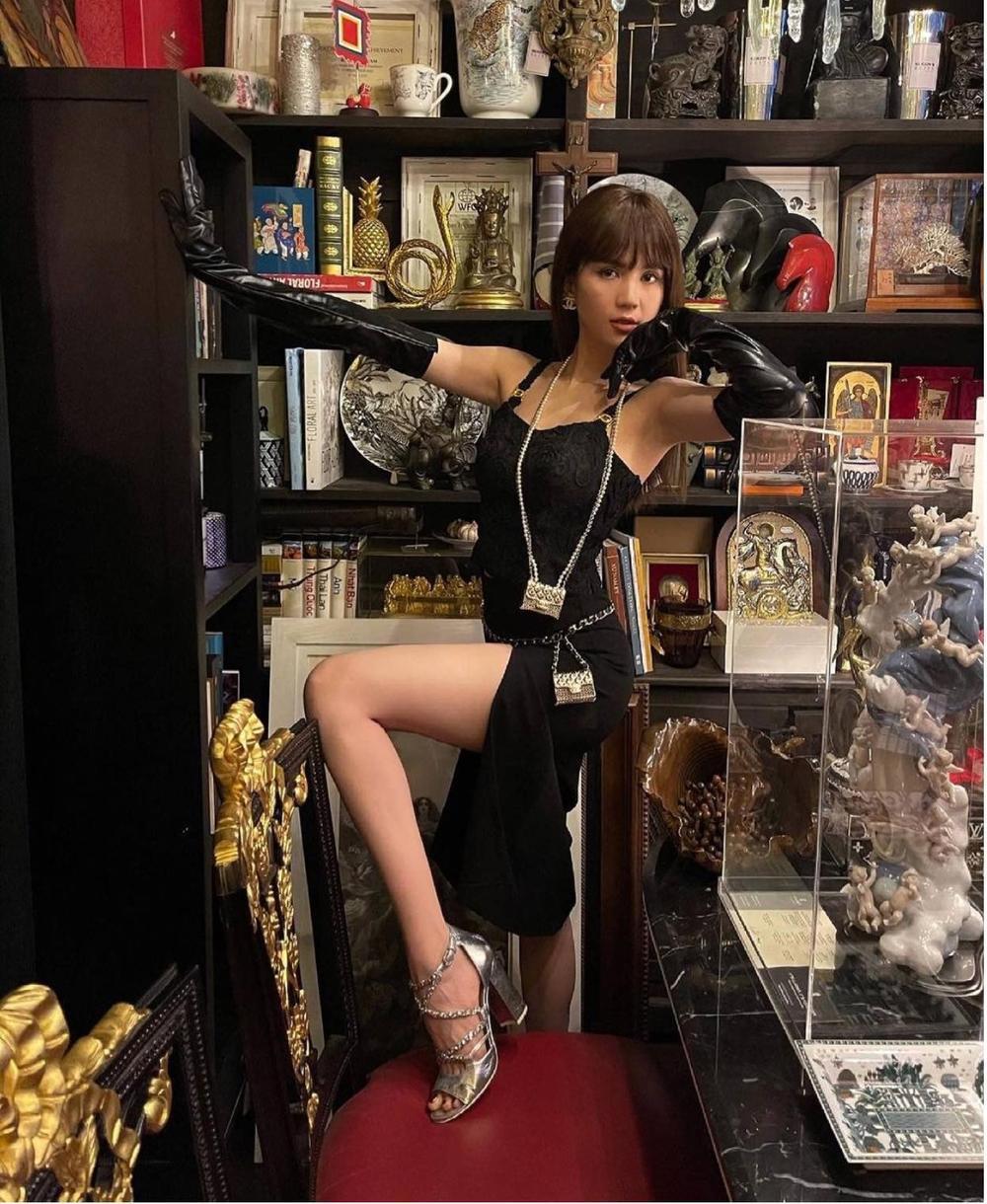 Ngọc Trinh khoe dáng 'nóng hổi' với váy đen huyền bí, loạt phụ kiện bắt mắt mới là đỉnh cao sang chảnh Ảnh 2