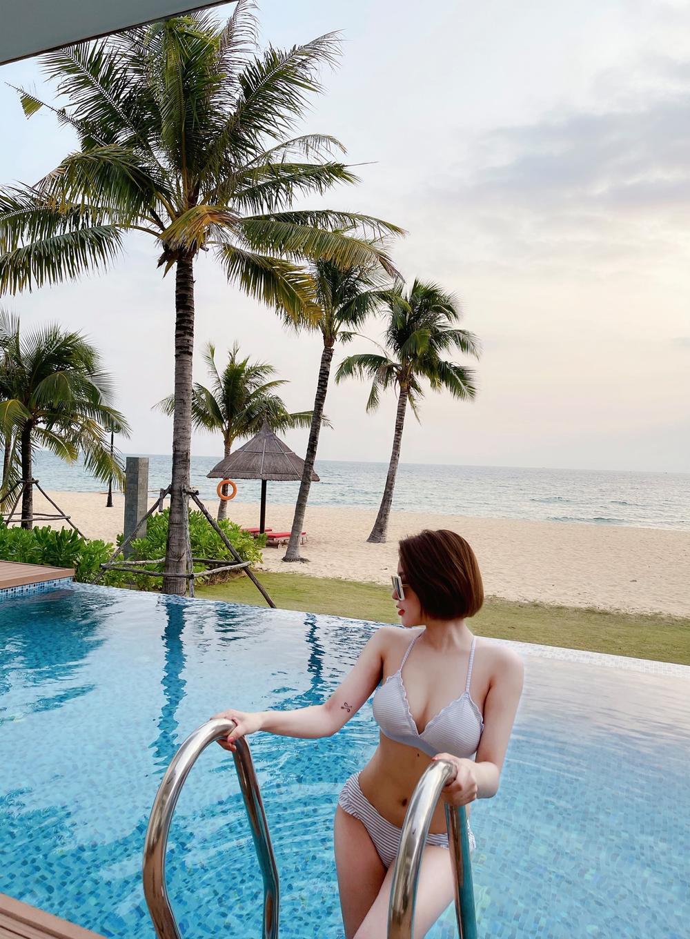 Hot girl Trâm Anh quá nóng bỏng khi mặc bikini khoe vòng một 'khủng' Ảnh 1