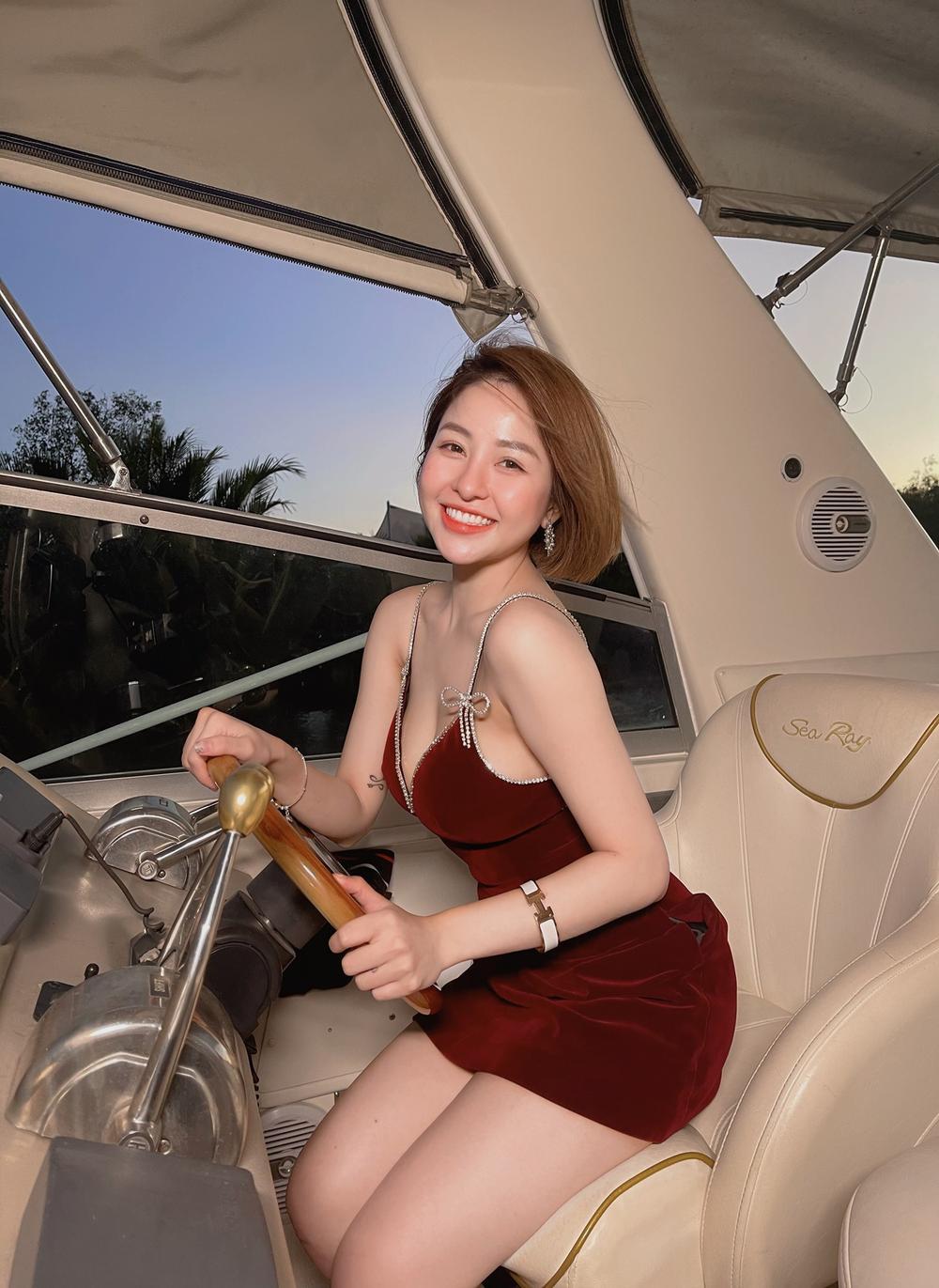 Hot girl Trâm Anh quá nóng bỏng khi mặc bikini khoe vòng một 'khủng' Ảnh 4