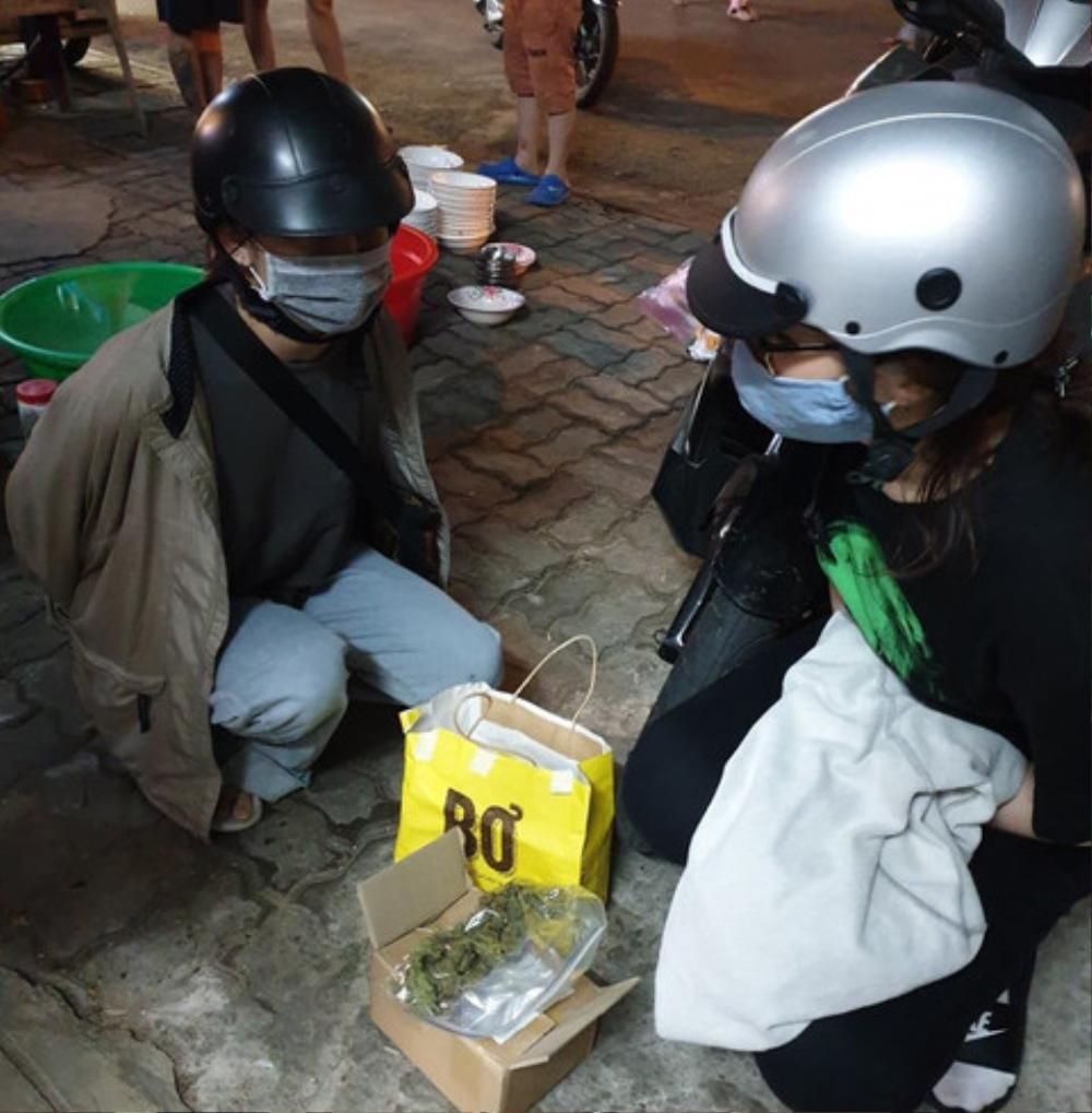 Bắt quả tang hai nữ sinh viên ở Đà Nẵng bán cần sa gần ký túc xá Ảnh 1