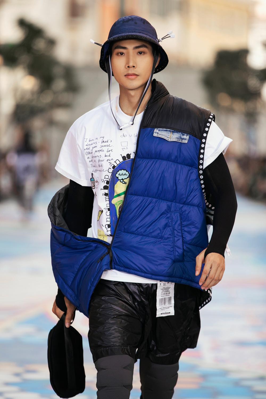 Thanh Hằng, Hoàng Thuỳ cân trọn sàn runway, thần thái đỉnh cao khiến fan choáng ngợp Ảnh 11