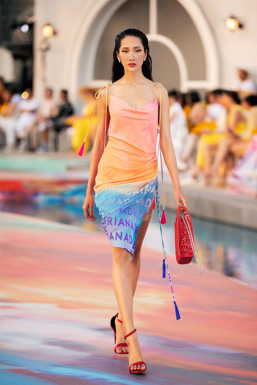 Hoa hậu Đỗ Thị Hà, Á hậu Lệ Hằng, Phương Nga đẹp sắc sảo, như hoa như ngọc trên cùng sàn catwalk Ảnh 13