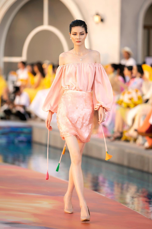 Hoa hậu Đỗ Thị Hà, Á hậu Lệ Hằng, Phương Nga đẹp sắc sảo, như hoa như ngọc trên cùng sàn catwalk Ảnh 8